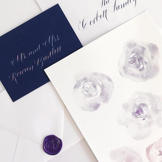 Purple + Navy 👌🏼Loving this combo right now, especially for Valentine's Day. And just out of curiosity, why is red the official Vday color?? When did that happen? I'm not a huge fan. Love is colorful! 💙💚💛🧡🖤💜❤️ #tastetherainbow . . . . . . #atlantacalligrapher #watercolorroses #watercolorflowers #weddinginvitation #lgbtqwedding #galentinesday #vday #invitations #papergoods #watercolor #stationery #snailmail #handlettering #envelopeaddressing #waxseal #happymail