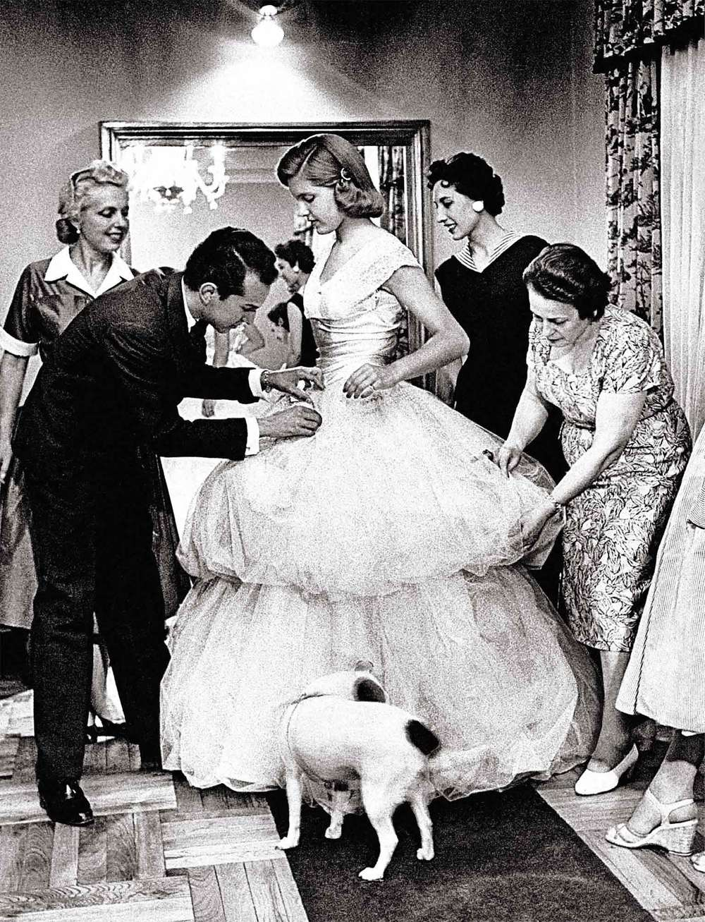 Oscar's first dress was made for Beatrice Cabot Lodge, the daughter of the U.S. ambassador to Spain, for her coming-out ball in Madrid, 1956.