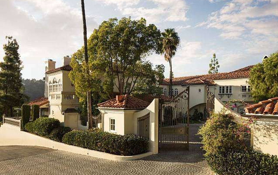 Anyone looking for a home in Bel Air? Donna's is available for $25 million. The private driveway leading to the home from the main street is a third of a mile. Imagine how many cars you can park in that driveway?