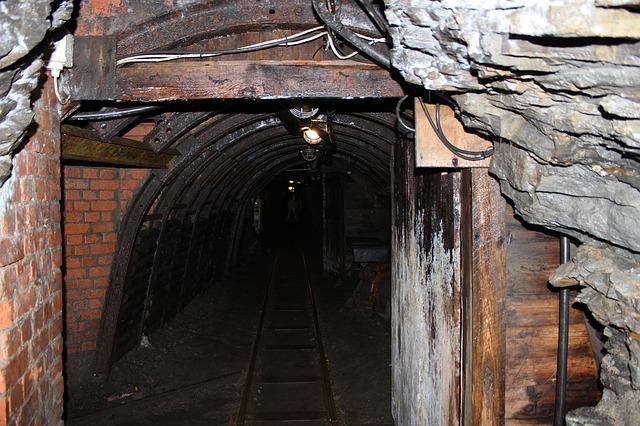 mining-168267_640.jpg