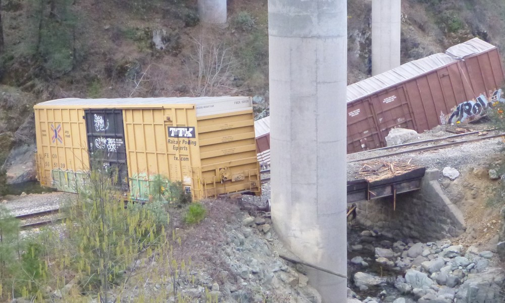 January 28, 2014: Four boxcars de-railed under the Interstate 5 overpass near the Gibson exit
