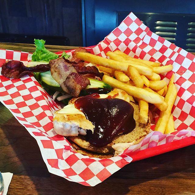 BBQ Chicken Burger. Think outside the beef. #santacruzrestaurants #santacruzdiner #lunchtime