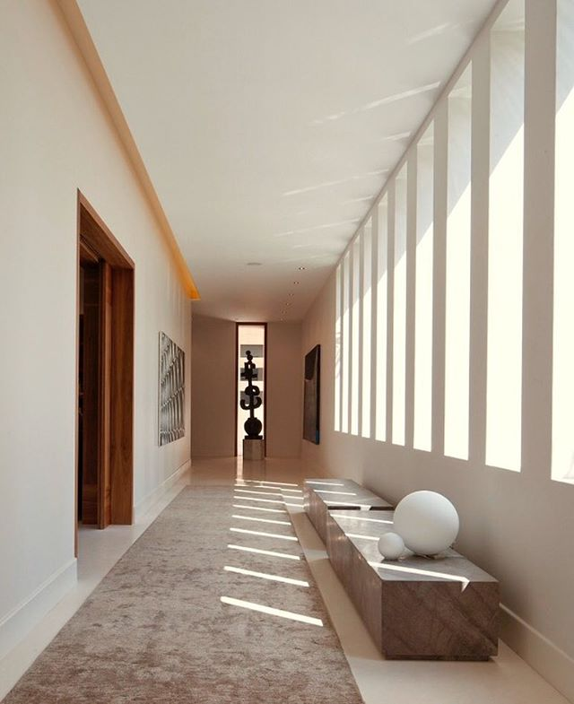 #hallways#architecturelovers #bestdesign#art #badesign #lighting #lightingdesign #marble#lessismore #arquitectura #interiordesign #dotfiftyonegallery #lovewindows#interiors #interiordesigner