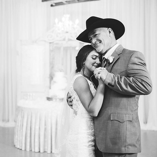 Father daughter sweetness 💕⠀ ⠀ #emilyanddaniel #fatherdaughterdance #weddingday #weddingdance #fatherdaughterdance #countrywedding #southernwedding