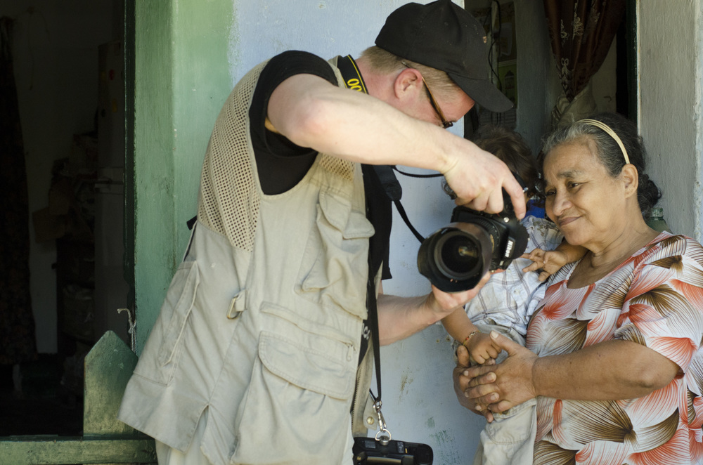 Michael Bednar in action - Minca, Colombia - Megan Ewing, Photographers without Borders