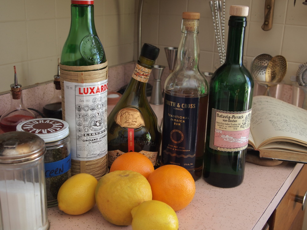 Citrus, sugar, tea and liquor. Classic punch foundation.