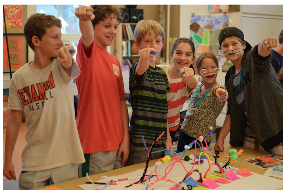 Create: team spirit and representations of Montessori education with pipe cleaners and pom poms
