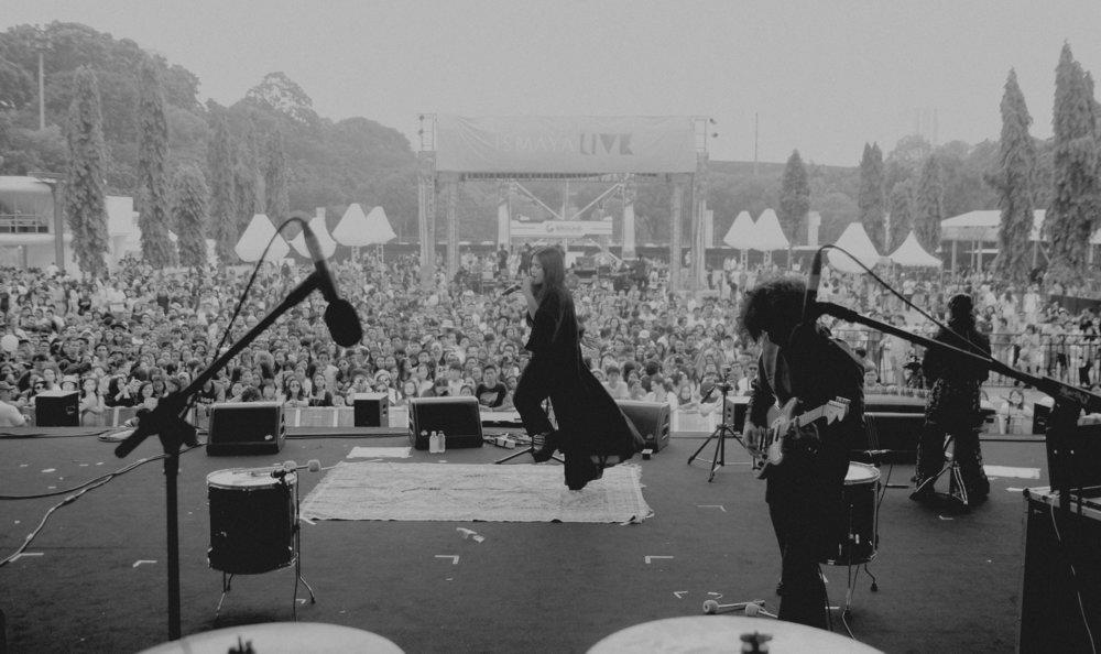 Neonomora performing at We The Fest 2015