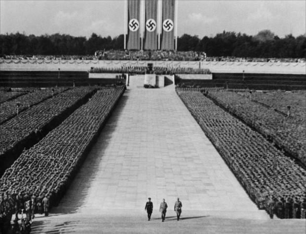 O filme  O Triunfo da Vontade  (1935), de Leni Riefenstahl, é exemplo frequente em discussões sobre a diferença entre o valor moral e o valor artístico na arte
