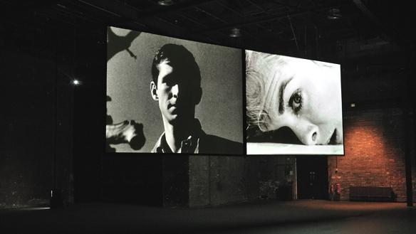 Instalação de  24   Hour Psycho , de Douglas Gordon, na Tramway, em Glasglow, 2010