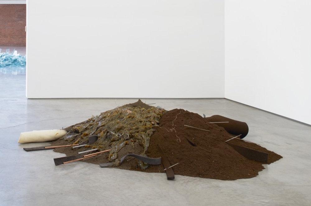 Untitled (Dirt) , de Robert Morris