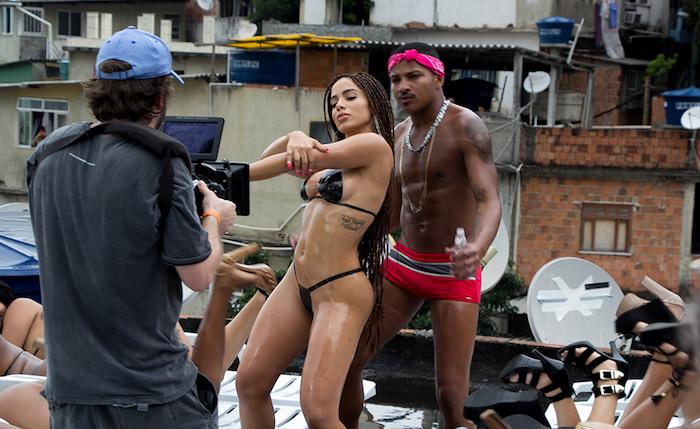 Gravação do clipe  Vai, Malandra , de Anitta, que gerou polêmica nas redes sociais