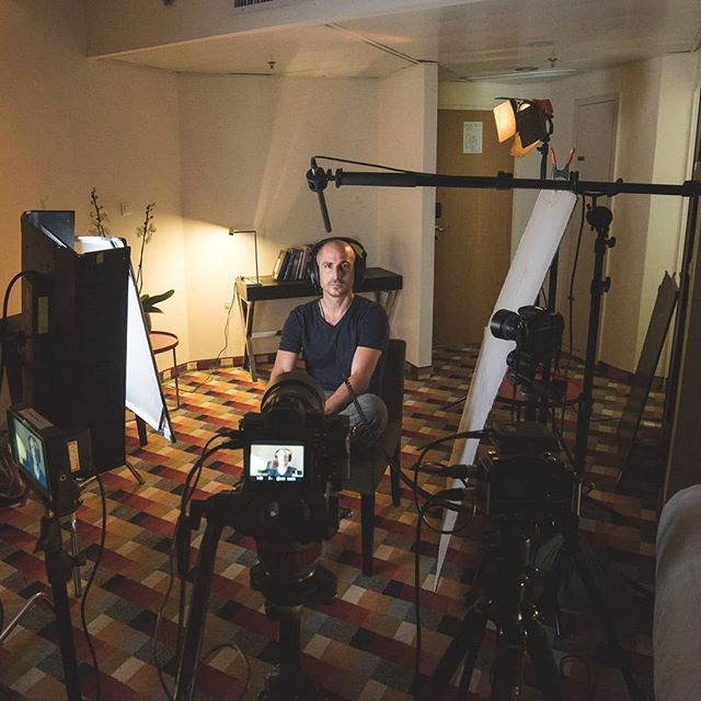 Yair doing some final checks before interviews for the Schusterman fellowship #interview #interviewsetup #kinoflo #onlocation #videography #sonyalpha #sonya7sii