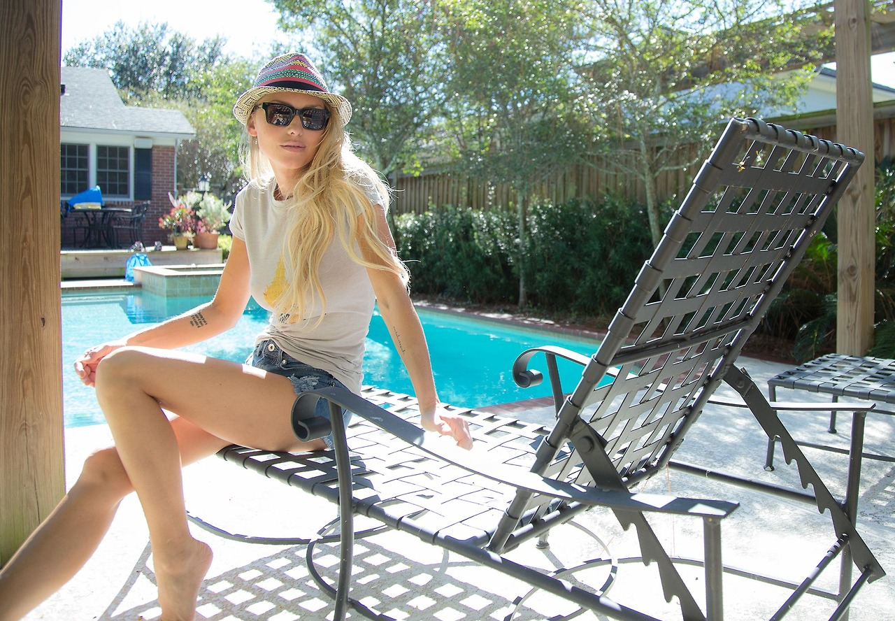 Monday coffee poolside with Leticia.