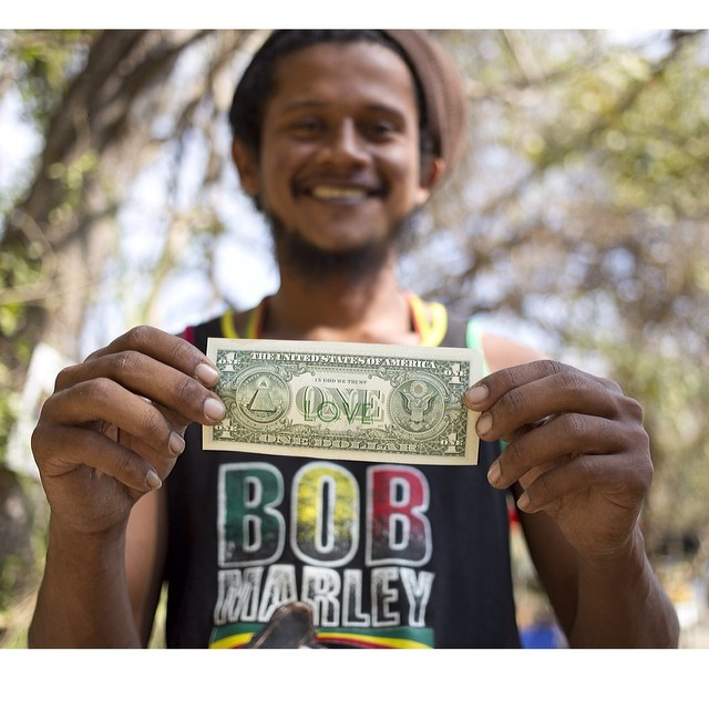 One love, Costa Rica.#currency #moneyArt #smile #oneLove #bobMarley