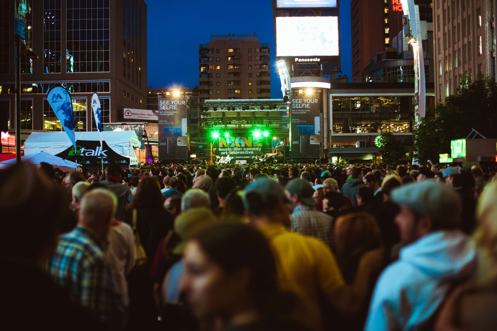 A packed Dundas Square / @tahaphoto