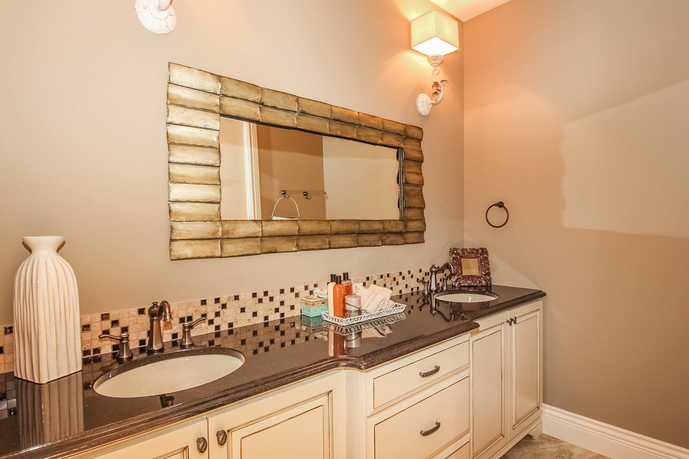 bathroom-p470253.jpg
