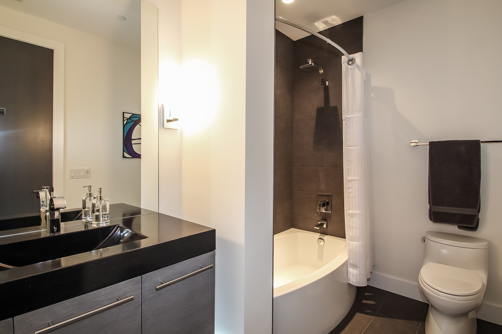 bathroom-p470386.jpg