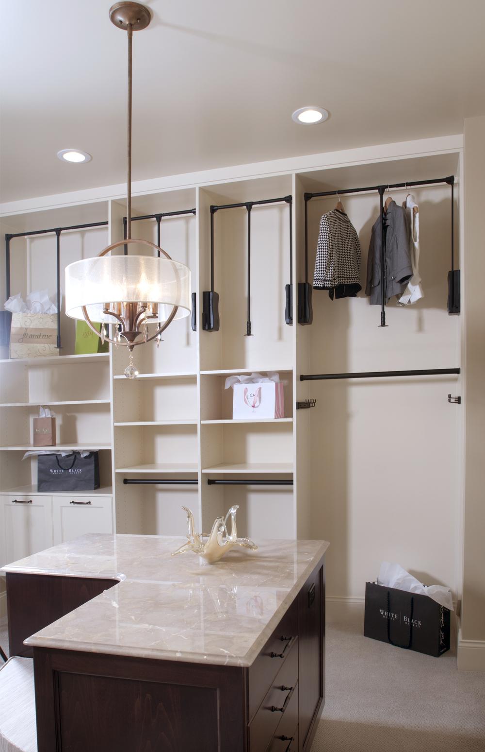 Walk-in Closet_DSC1305.jpg