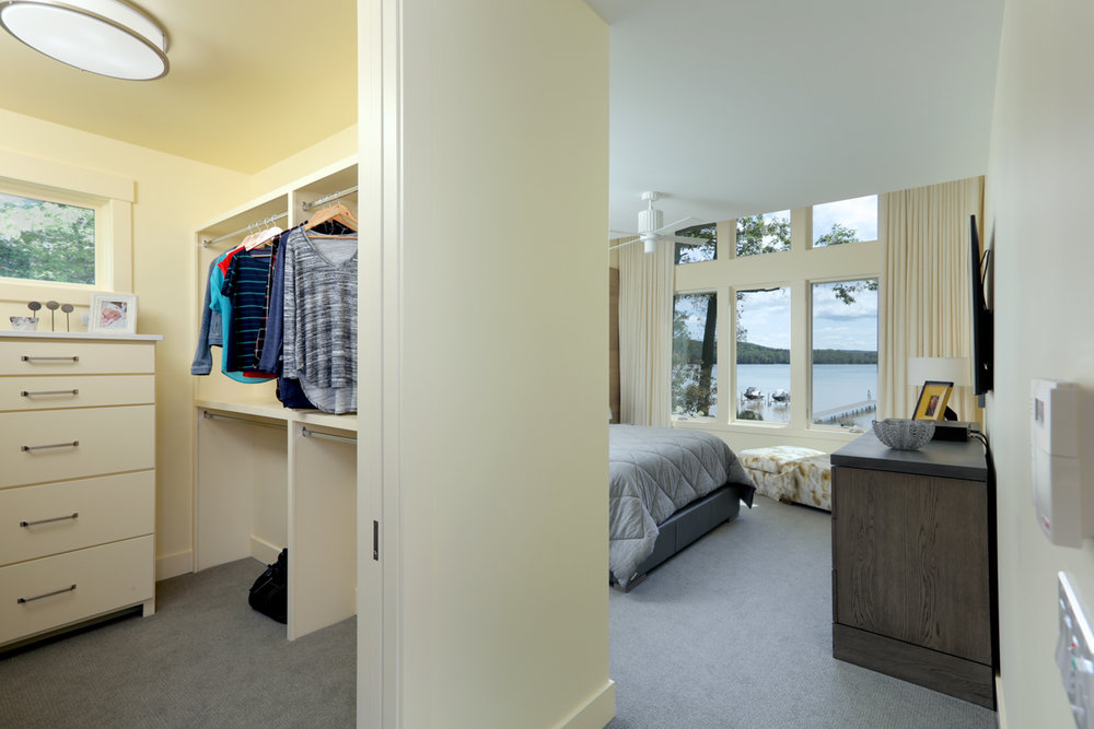 Master Bedroom 0000492.jpg