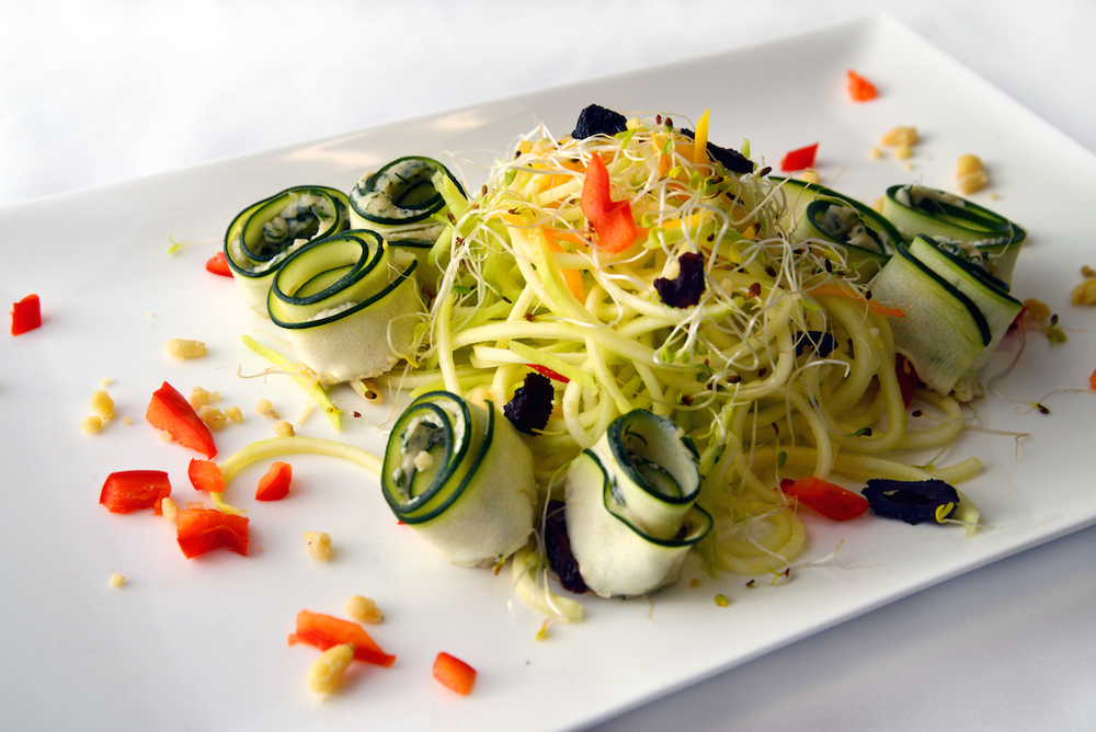 Zughetti Class Zucchini noodles and rolls with Alfredo Dill, Alfredo Mushroom, and Marinara Sauce. An easy and quick dish that is also fun to prepare. Prerequisite class: Marinated Mushroom, required to make Alfredo Mushroom Sauce. Tools: spiral vegetable slicer, blender