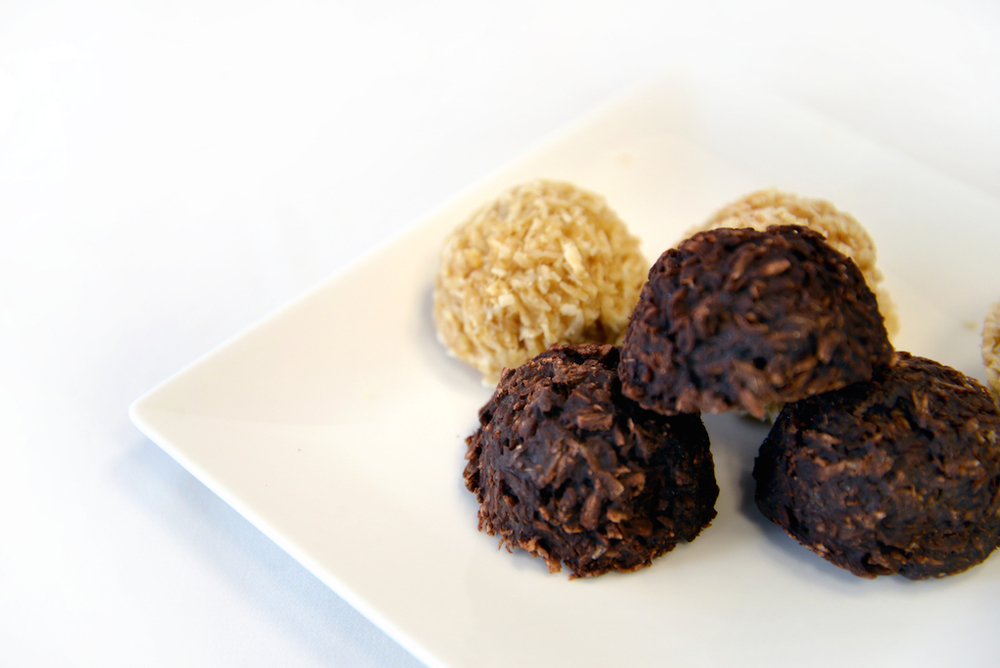 Chocolate Coco Orb Class Coconut macaroons with shredded coconut, coconut oil, and cacao powder. Amazing fudgey chocolate flavour. Prerequisite class: Coconut Milk, required to make Date Syrup. Tools: blender, dehydrator