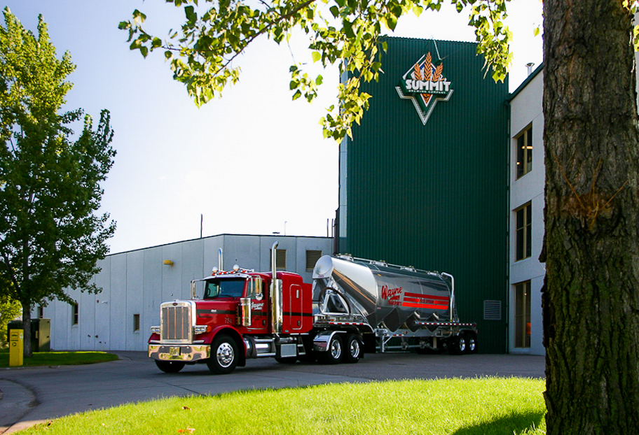Dry Bulk Unit delivers a full load to Summit Brewing Company. (Photo by Brad Veenstra, Integrated Media)