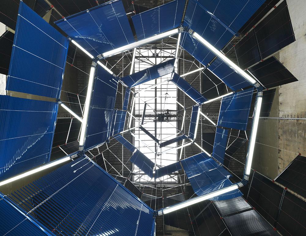 Haegue Yang,Silo of Silence – Clicked Core,Installationsansicht KINDL – Zentrum für Zeitgenössische Kunst, Berlin 2017, Courtesy die Künstlerin