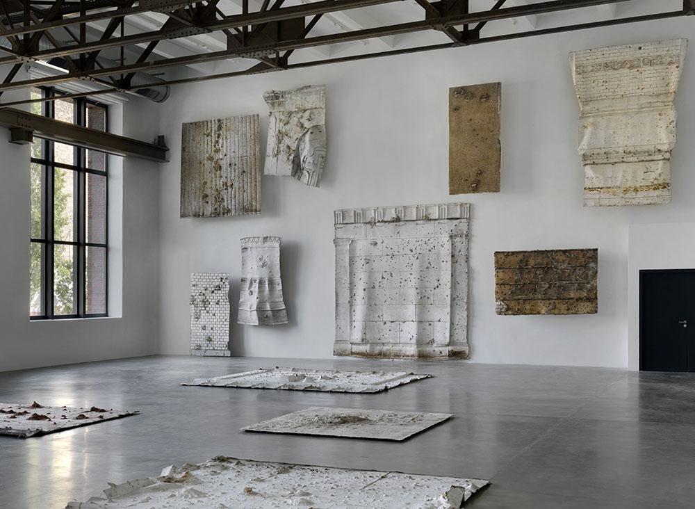 Asta Gröting,  Berlin Fassaden , Ausstellungsansicht KINDL – Zentrum für Zeitgenössische Kunst, Berlin 2017, © Asta Gröting / VG-Bild Kunst, Bonn 2017, Foto: Jens Ziehe