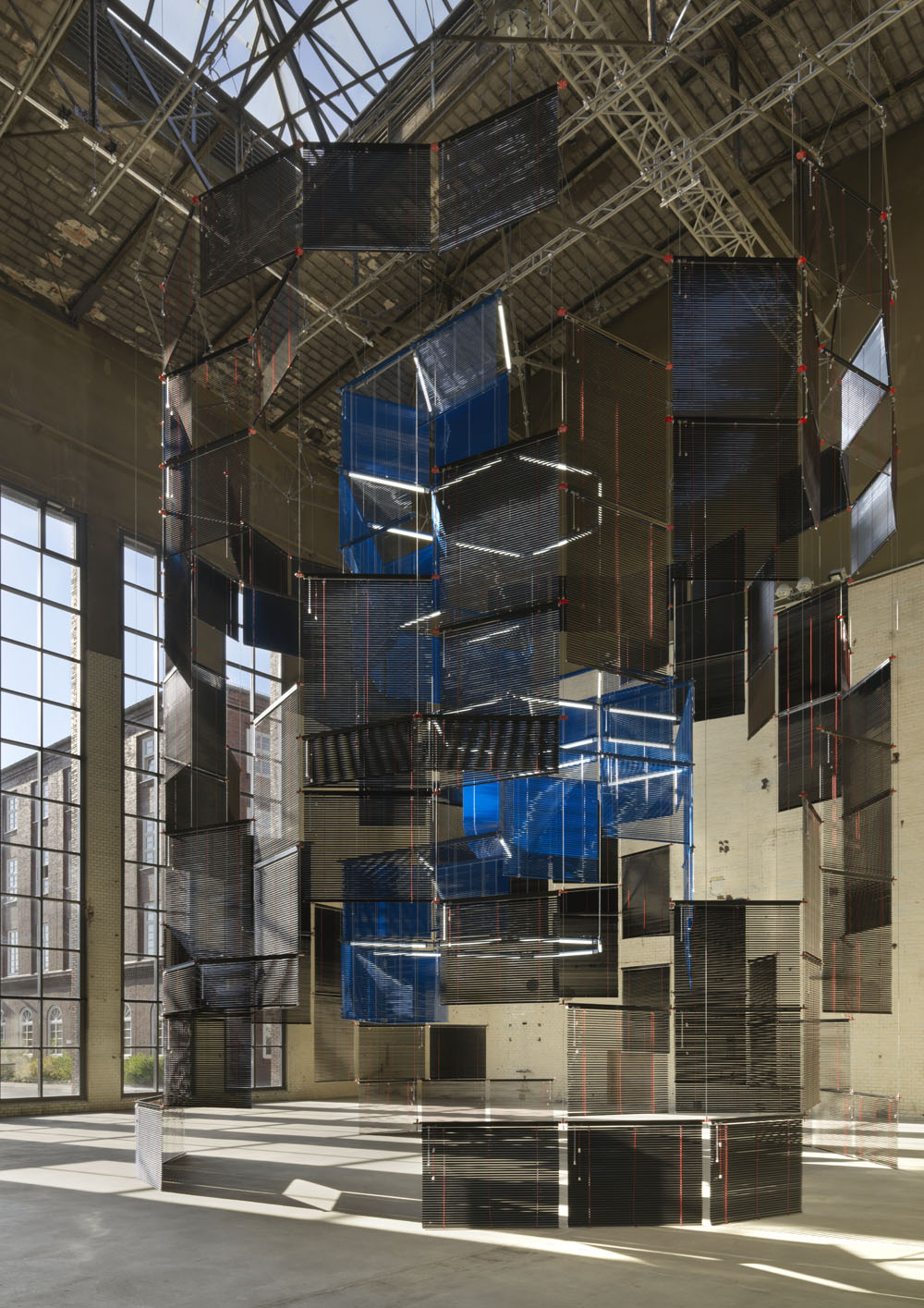 Haegue Yang,  Silo of Silence – Clicked Core , Installationsansicht KINDL – Zentrum für Zeitgenössische Kunst, Berlin 2017, Courtesy die Künstlerin, Foto: Jens Ziehe