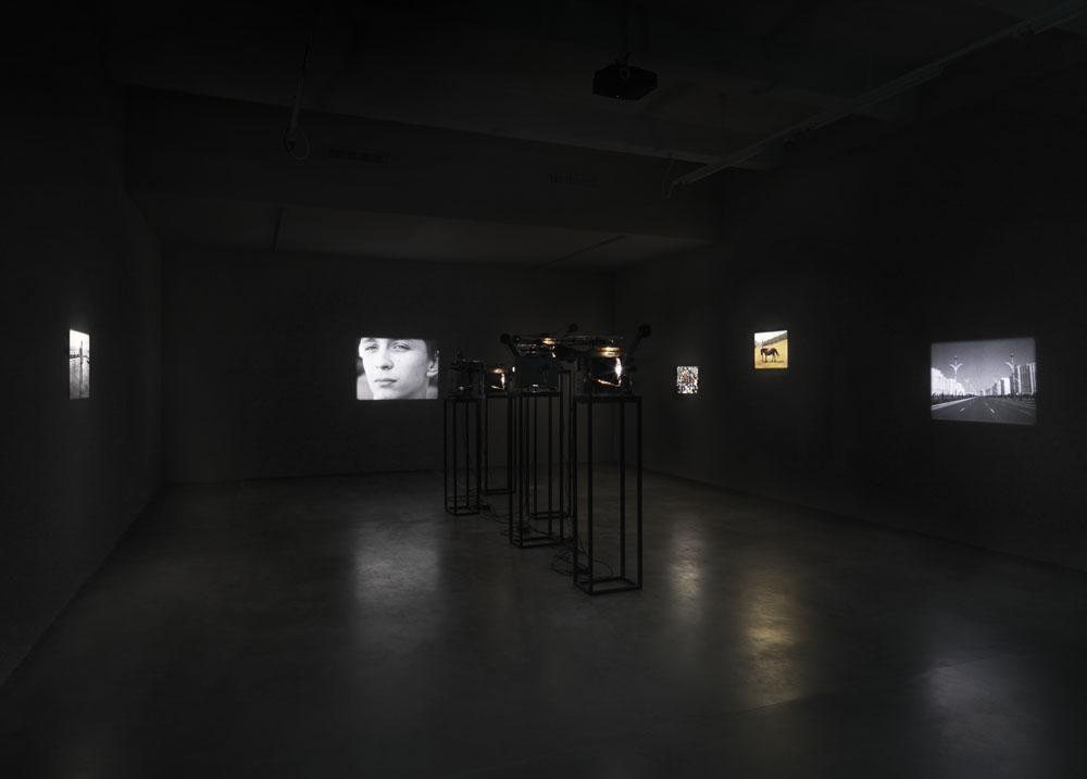 Taiyo Onorato & Nico Krebs,  Defying Gravity , Ausstellungsansicht Maschinenhaus M1, Foto: Jens Ziehe, 2018