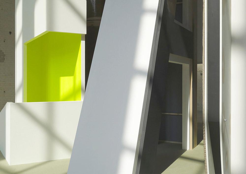Thomas Scheibitz:  Plateau mit Halbfigur  (Detail), KINDL – Zentrum für zeitgenössische Kunst; © Thomas Scheibitz / VG BILD-KUNST, Bonn, 2018