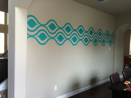 We love Surpreet's creative decision to run our Ogee wall decals horizontally.