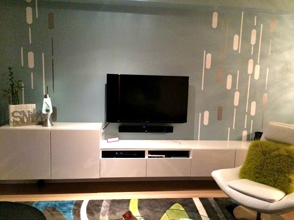 We love the way Vanessa brought our Geometric Rain wall decals together to complete this fantastic retro decor.