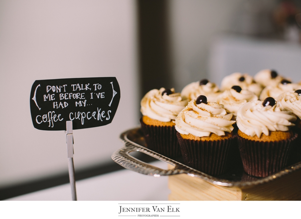 037 wedding cupcakes.jpg