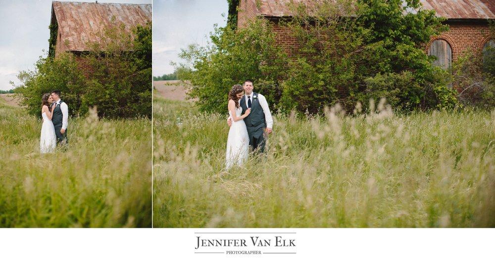 071 bride groom in field.jpg
