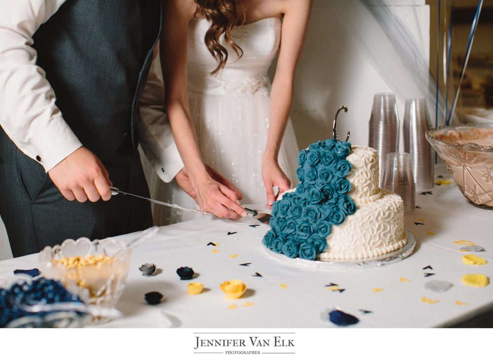 084 cutting the cake.jpg