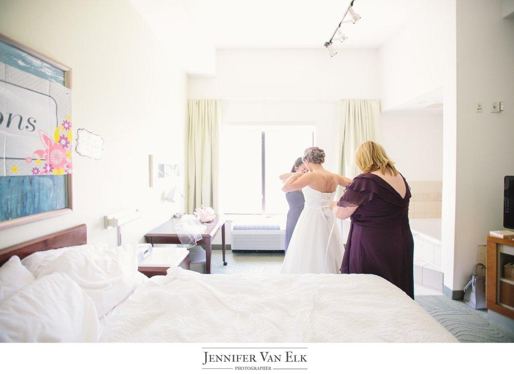 005 Indy bride getting ready.jpg
