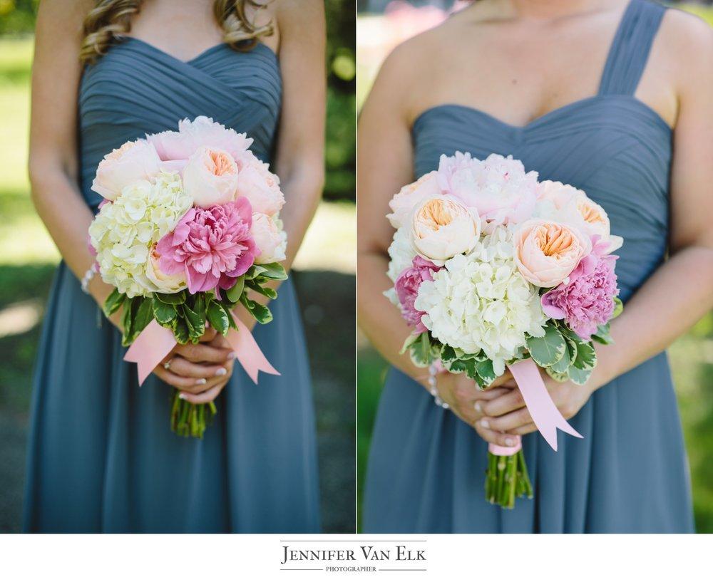 017 Bridesmaids bouquet.jpg