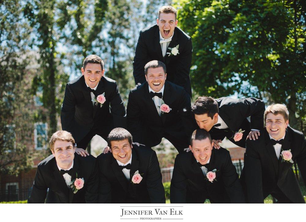 022 unique groomsmen picture.jpg