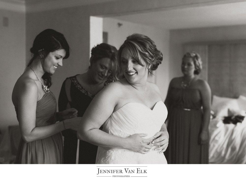 Cincinnati_010 Bride in dress.jpg