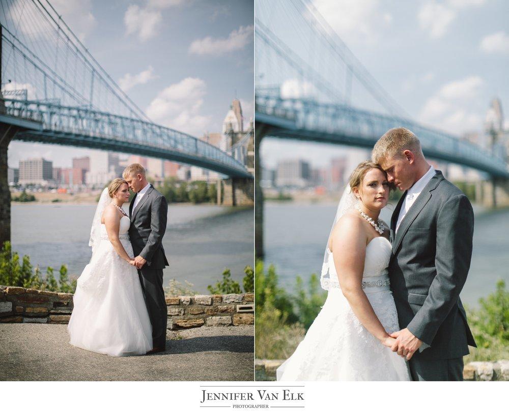 Cincinnati_037 wedding bridge.jpg