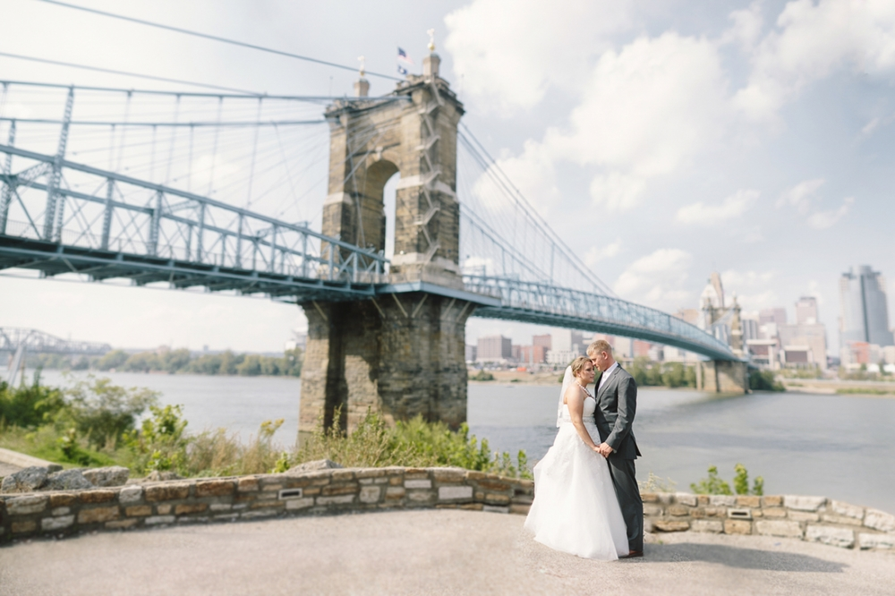 _040 Cincinnati Ohio River Wedding.jpg