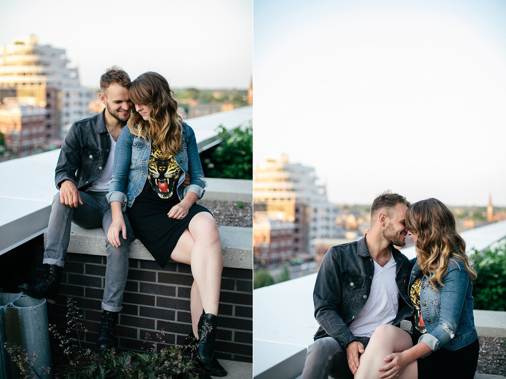 Downtown Indy Engagement Pictures_010.jpg