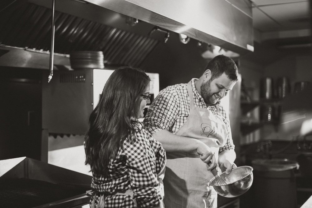 Cooking engagement session_010.jpg