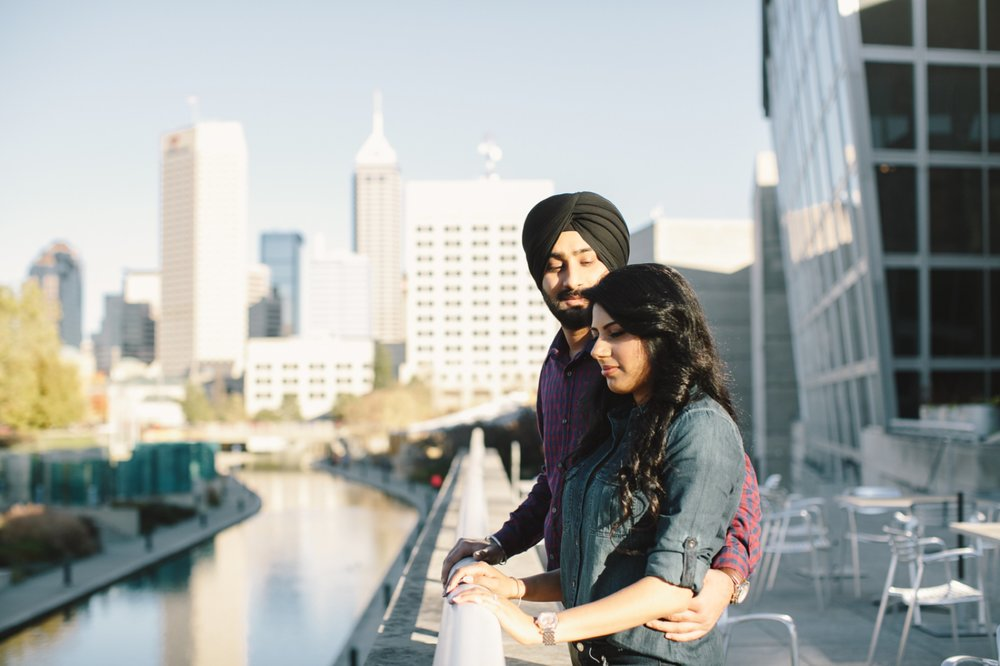 Downtown Indianapolis Engagement_002.jpg