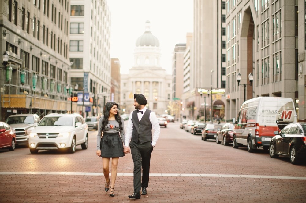 Downtown Indianapolis Engagement_016.jpg