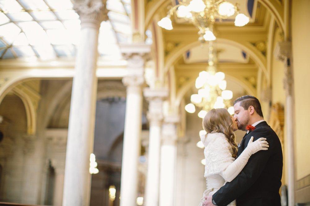 R Indianapolis Statehouse Wedding 4.jpg