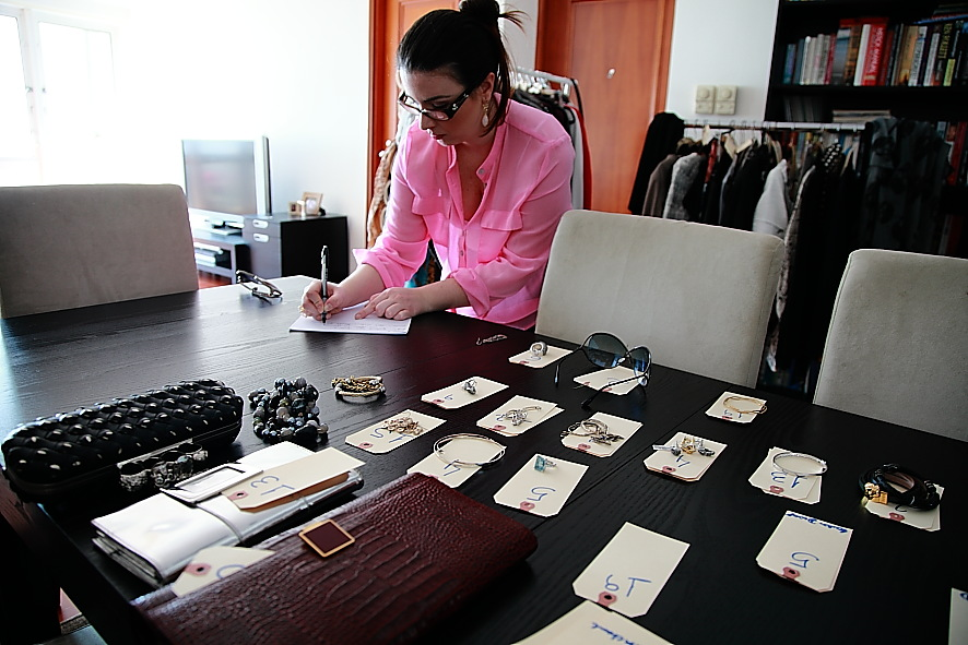 Mariane gets the client's accessories ready.