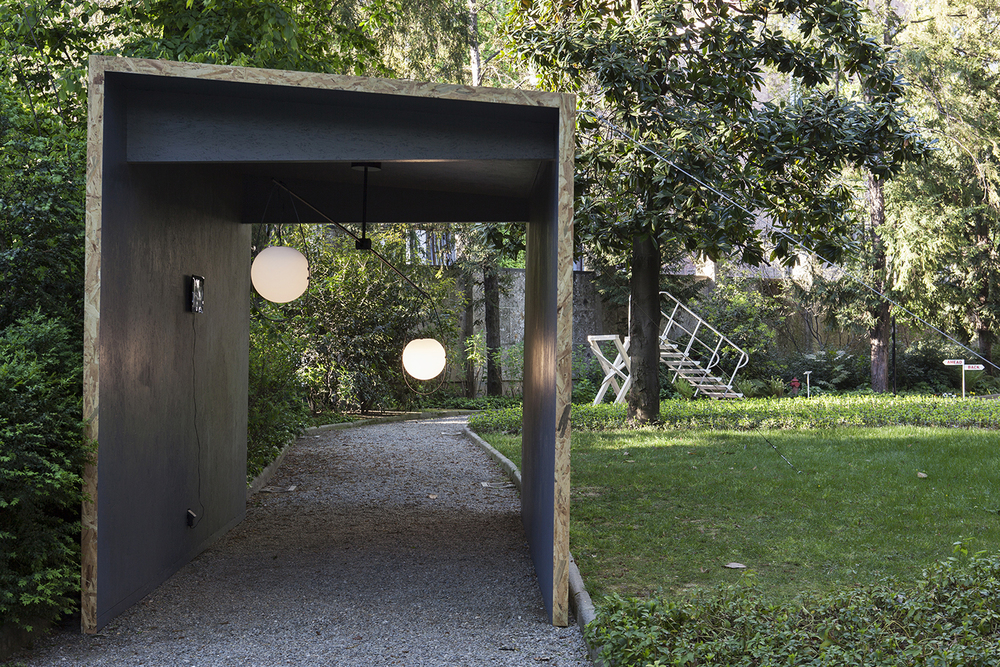 mischer'traxler showed their Equilumen installation in the garden of Villa Necchi Campiglio Photography by Laura Fantacuzzi and Maxime Galati Fourcade